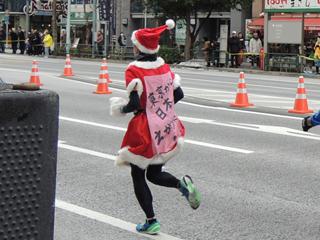 東京マラソン2014 トモズ水天宮店前