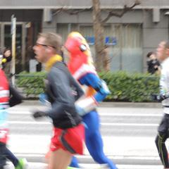 東京マラソンで走るメトロン星人